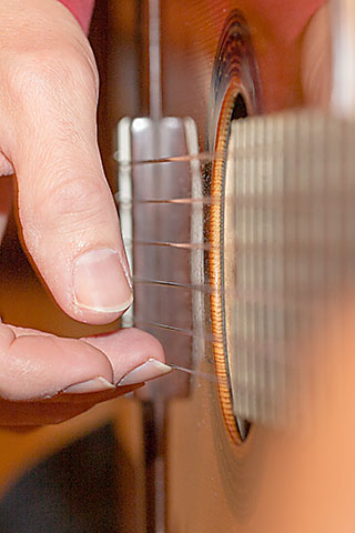 Matthias Herzig spielt Gitarre