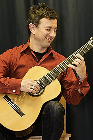 Michael Herzig ist staatlich geprüfter Gitarrenlehrer und bietet Gitarrenunterricht in Göttingen an